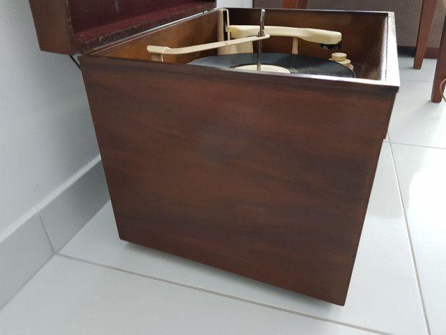 Radio vitrola valvulada anos 50. Belíssima! - Foto 5