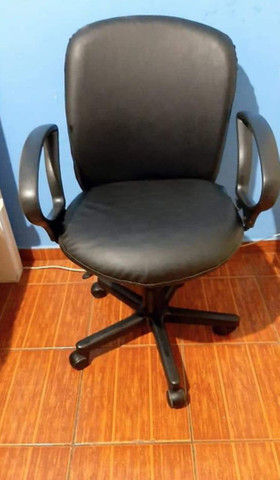 Cadeira de escritório nova sem detalhe!