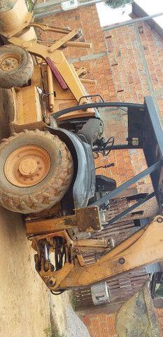Vendo Retro escavadeira 580M - Foto 2