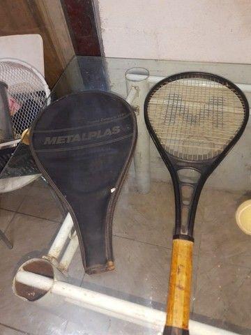 (Cód.029) Duas raquetes e duas bolinhas de Tênis - Foto 2