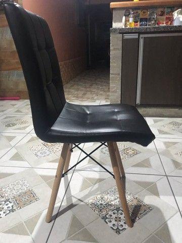 Mesinha de madeira e cadeira estofada - Foto 6