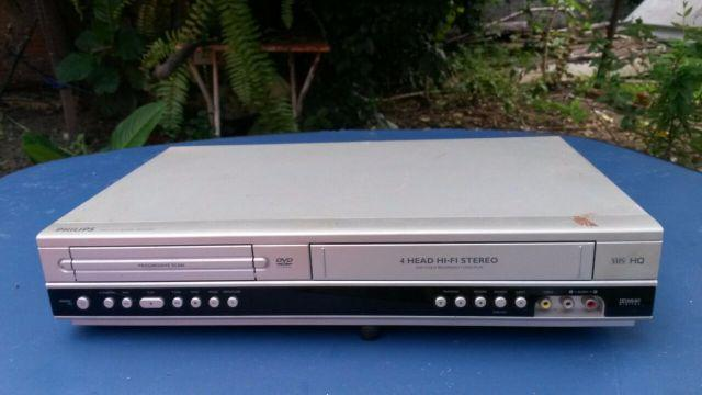 Dvd player/Video cassete recorder