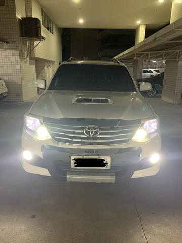Toyota Hilux SW4 SRV - 5Lugares - Foto 2