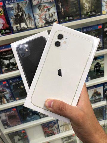 IPhone 11 branco/ preto / 64g Novo
