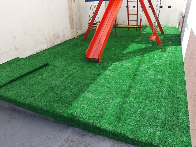 Grama Sintética Decorativa Ideal Grass 12mm - Verde - Foto 2