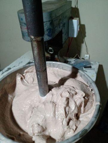 Máquina de fabricar picolés e sorvetes .