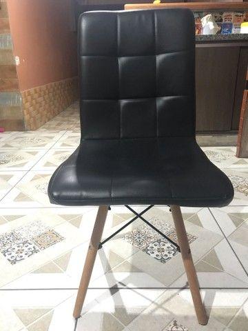 Mesinha de madeira e cadeira estofada - Foto 5