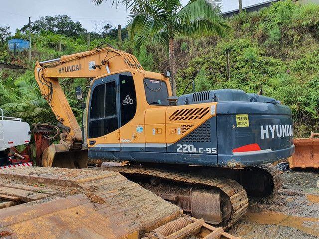 Escavadeira Hyundai 220 ano 2013  - Foto 2