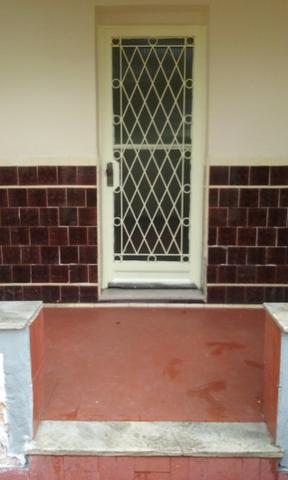 Casa de 2 quartos com área de serviço, varanda, quintal e vaga de garagem - Maria da Graça