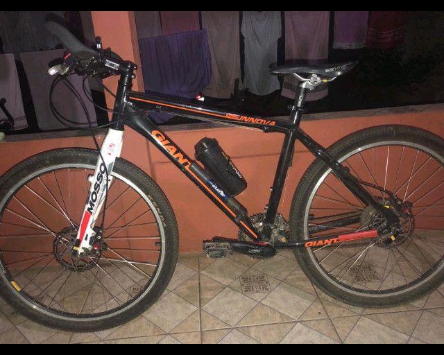 Bicicleta aro 26, quadro 19 Giant, câmbio deore xt