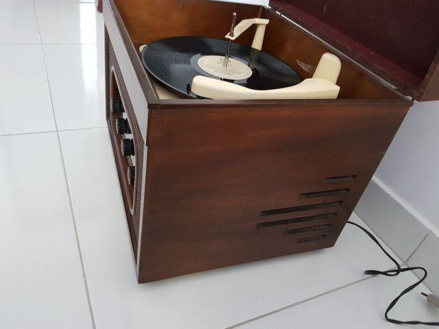 Radio vitrola valvulada anos 50. Belíssima! - Foto 4