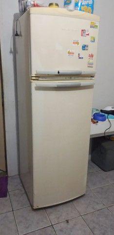Vendo ou troco geladeira gelo seco
