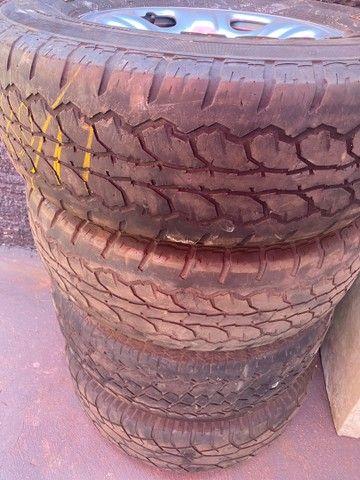 Roda S10 com pneus meia vida  - Foto 2