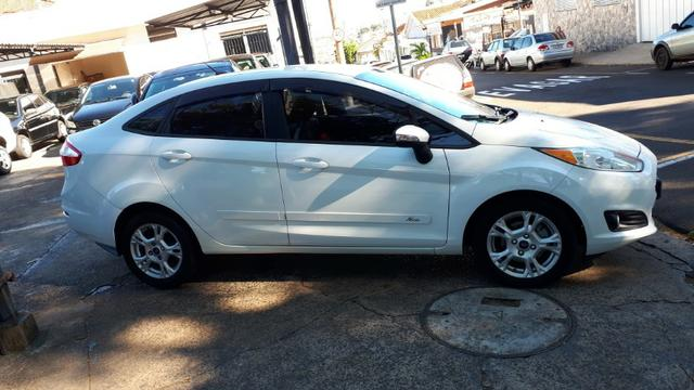 Ford Fiesta Sedan SEL 1.6 Automatico - Foto 2