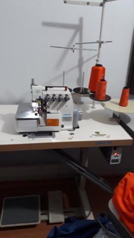 Máquina industrial de costura Overlock
