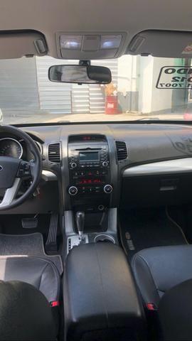 Vendo Kia Sorento Modelo EX2 carro muito novo 2012 - Foto 18