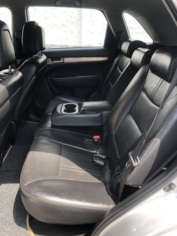 Vendo Kia Sorento Modelo EX2 carro muito novo 2012 - Foto 10