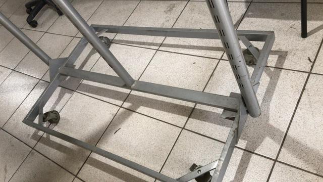 Arara de ferro com rodinha - Foto 5