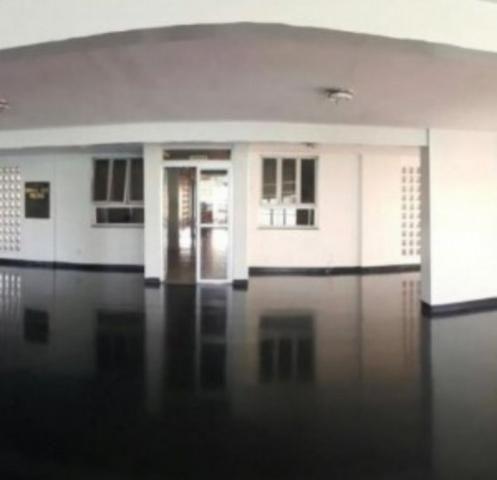 Aluga-se apto semi mobiliado no centro, 2 quartos - Foto 2