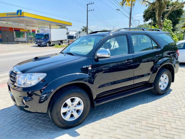 Toyota Hilux SW4 SRV 4x4 2009 - 7 Lugares