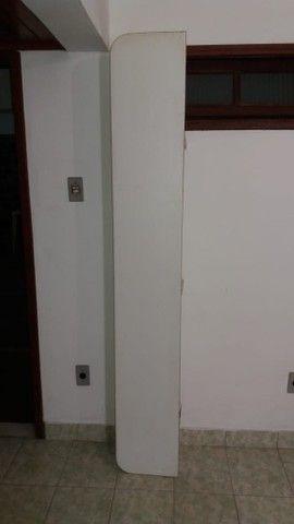 Conjunto de 4 prateleiras em fórmica (1,95m X 0,30m X 0,04m)  - Foto 2
