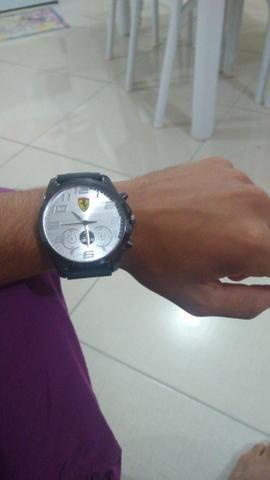 1c40c24dded Vendo relógio da Ferrari e um invicta - Bijouterias