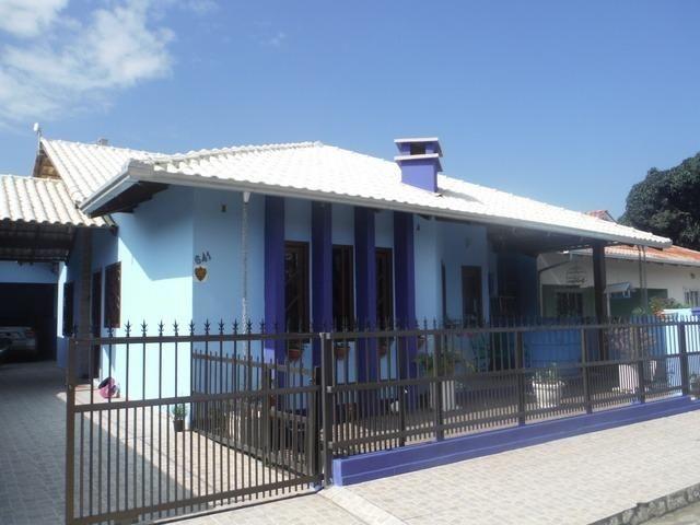 Casa 03 Quartos Climatizada_ Meia Praia_ 05 vagas garagem - Foto 2