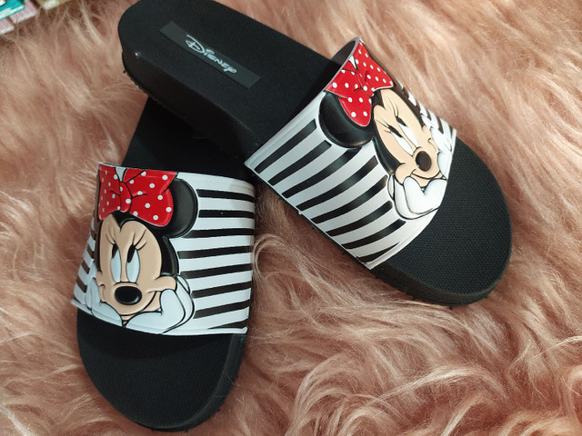 Chinelo slide Minnie e Mickey