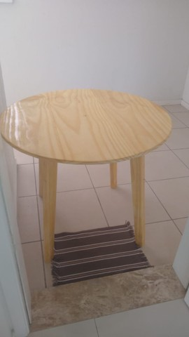 Mesa de pinus com 90cm de diametro