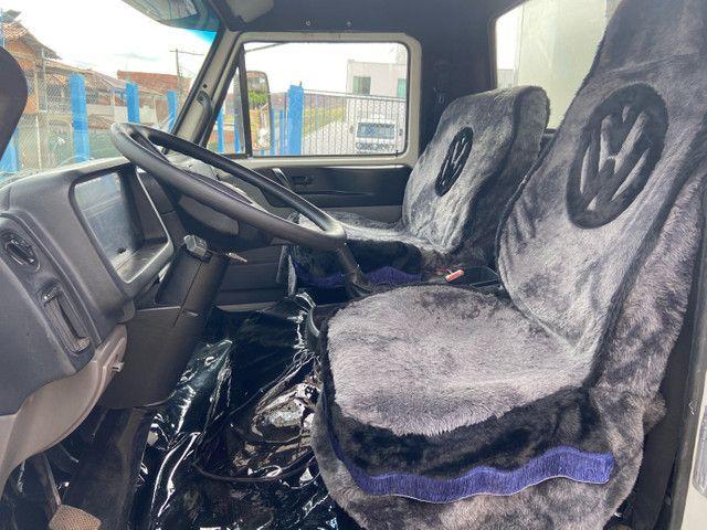 Caminhão baú refrigerado vw 9-160 ano 2012 super novo - Foto 6