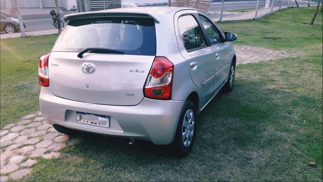 Toyota Etios HATCH 1.3 2015/ 2015 >Aceita troca menor valor - Foto 2