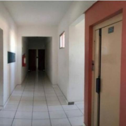 Aluga-se apto semi mobiliado no centro, 2 quartos - Foto 3