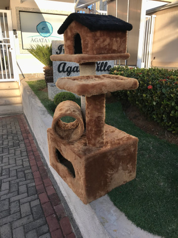 Arranhador de gato sem uso feito em madeira e pelúcia - Foto 4