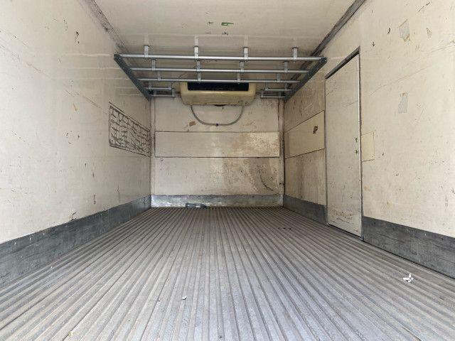 Caminhão baú refrigerado vw 9-160 ano 2012 super novo - Foto 13