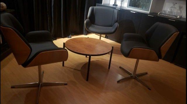 Vendo cadeira poltrona em couro giratória