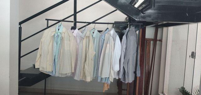Vende-se grade de ternos (paletó  e calça) e camisa social - Foto 5