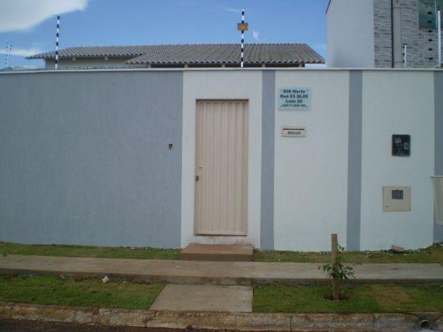 Casa com 03 quartos, sendo 01 suíte na 606 Norte