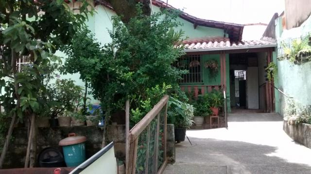 Casa com quintal no caiçara