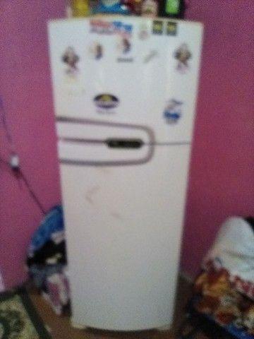 Vendo essa geladeira fosfree tá faltando o gás  - Foto 2