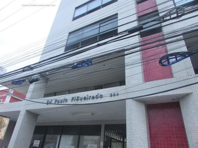SALA COMERCIAL COM 27M², NO EDF PAULO FIGUEIREDO, NO CENTRO