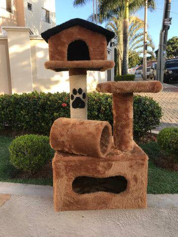 Arranhador de gato sem uso feito em madeira e pelúcia - Foto 3