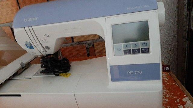 Vendo uma Maquina de bordar Brother PE-770