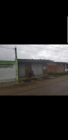 Casa e um mercado