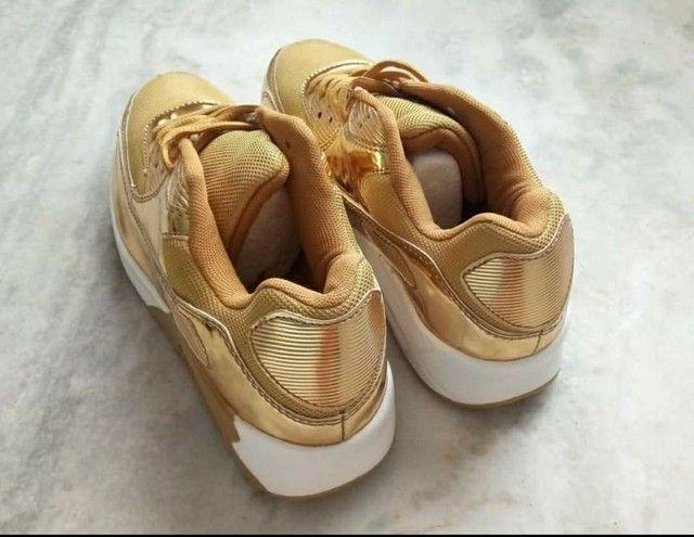 Tênis Dourado - Foto 3