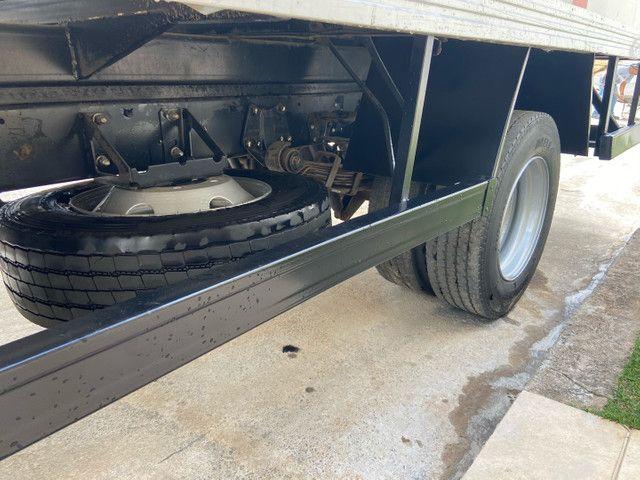 Caminhão baú refrigerado vw 9-160 ano 2012 super novo - Foto 11
