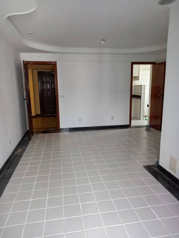 Apartamento  aluguel 78 m2, varanda,  2/4 + dependência Cidade Jardim Salvador - Foto 3