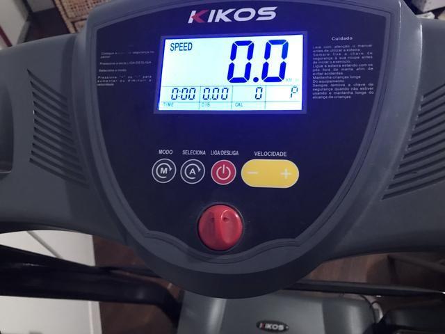 Esteira Elétrica Kikos E800 Luxe Dobrável + Par De Caneleiras - Foto 2