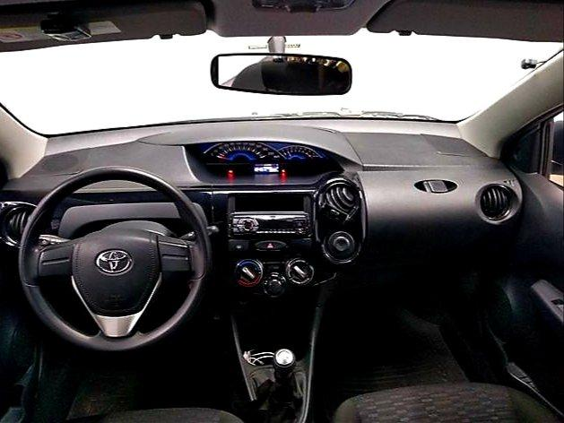 Toyota Etios HATCH 1.3 2015/ 2015 >Aceita troca menor valor - Foto 7