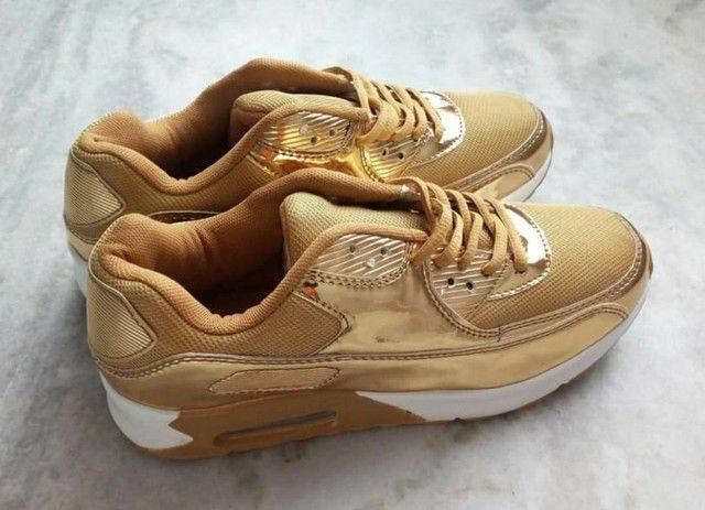 Tênis Dourado - Foto 2