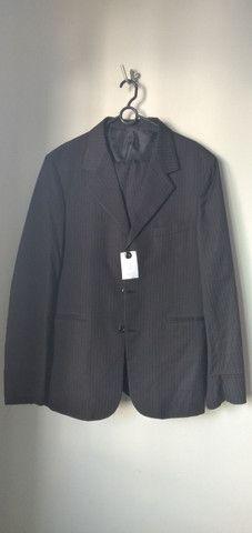 Vende-se grade de ternos (paletó  e calça) e camisa social